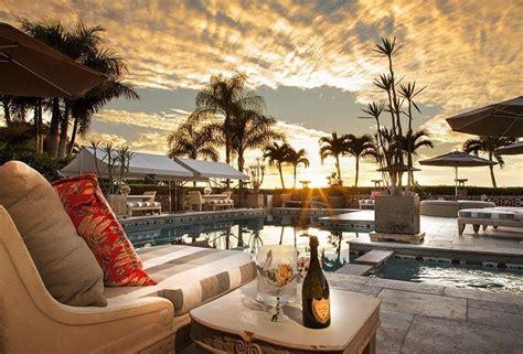 sarasota surrounding areas luxurious  relaxing pool