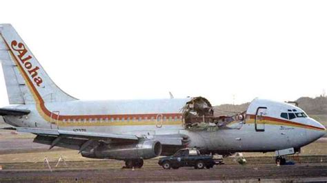 Pilots landed a ROOFLESS plane - Aloha Airlines Flight 243 ...
