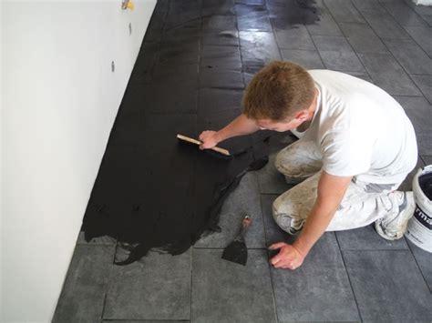 come tagliare le piastrelle come posare le piastrelle nel pavimento piastrelle
