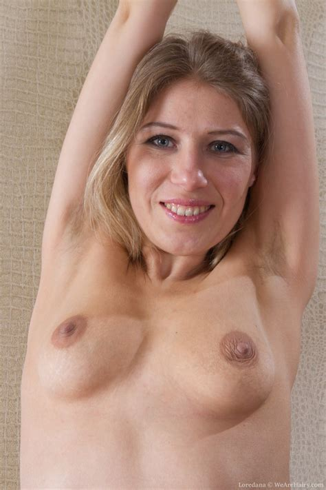Hairy girl Loredana is playing with a black dildo - Pichunter