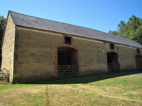 Farmhouse With 1ha Of Land, Huge Barns Forming A Large