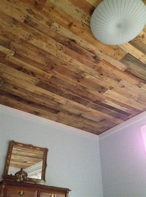 Holzdecke Ideen by Best 25 Pallet Ceiling Ideas On