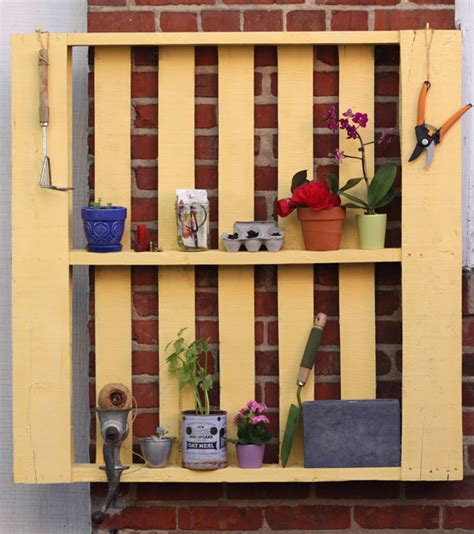 fabriquer un range cd how tuesday upcycled pallet shelf etsy journal