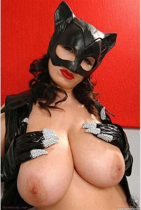 Hot pics of nude Catwoman