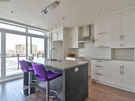 sortie hotte de cuisine cuisine moderne avec comptoir de quartz facile d 39 entretien