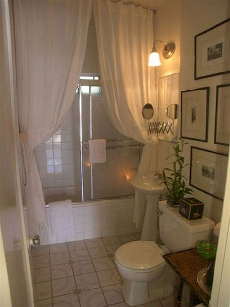 Small Apartment Bathroom Decorating Ideas by Best 25 Small Apartment Bathrooms Ideas On