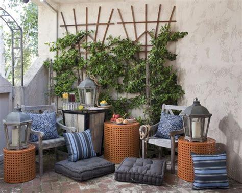 terrasse einrichten  ideen mit poufs und sitzkissen
