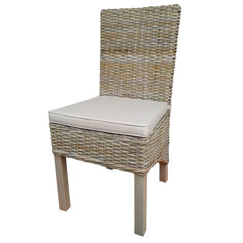 chaise en rotin but chaise en bois d 39 acajou et revêtement en rotin avec