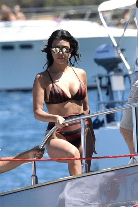 sexy kourtney kardashian  bikini barnorama