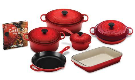 le creuset signature cast iron cookware set  bonus cookbook  piece cherry red cutlery