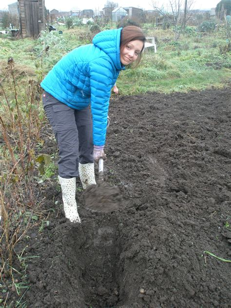 Ailsa Shows How To Make A Runner Bean Trench Real Men Sow