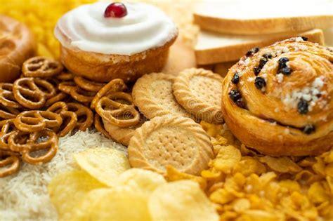 tavola degli alimenti alimenti contenente potassio su una tavola di legno