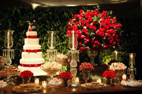 Decoração de casamento vermelho e branco: Veja dicas e fotos