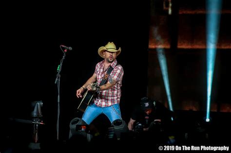 Jason Aldean Barn by Jason Aldean Turns Andel Arena Into Sold Out Barn