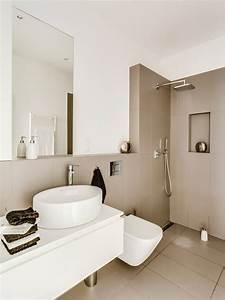 Farbe Für Bodenfliesen : cappuccino fliesen und wei e farbe im kleinen bad bad beige pinterest wei e farben kleine ~ Sanjose-hotels-ca.com Haus und Dekorationen