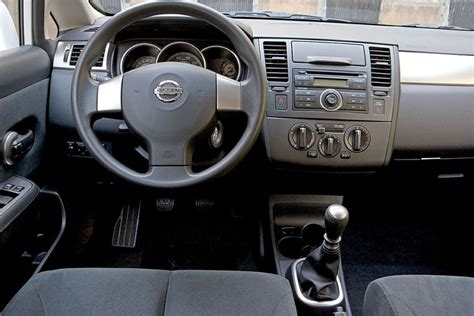 hatchback cars interior image gallery 2007 versa interior