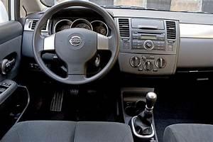 Nissan Versa Hatchback 2012 Owners Manual