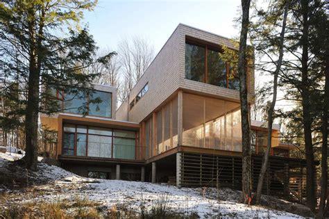 дом в лесу у озера maison dans la foret pres du lac в канаде от atelier thibault