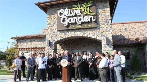 olive garden wichita ks gov pat quinn touts illinois gains at olive garden