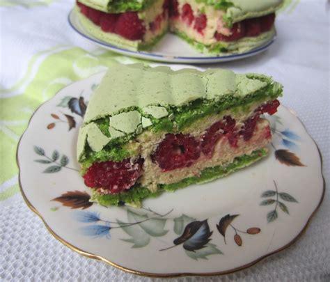 pistachio raspberry macaron cake