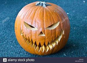 Kürbis Gesichter Gruselig : gruselige teufel gesicht auf halloween k rbis stockfoto ~ A.2002-acura-tl-radio.info Haus und Dekorationen