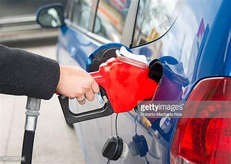 Gas Station Photos Et Images De Collection