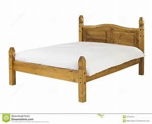Fond De Lit : lit de pin d 39 isolement sur le fond blanc images stock image 33724414 ~ Teatrodelosmanantiales.com Idées de Décoration