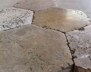 Carrelage Imitation Tomette Hexagonale : finest tomettes hexagonales en pierre de bourgogne ~ Zukunftsfamilie.com Idées de Décoration