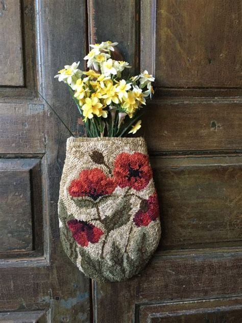 ideas  rug hooking  pinterest rug hooking patterns   punch  locker rugs