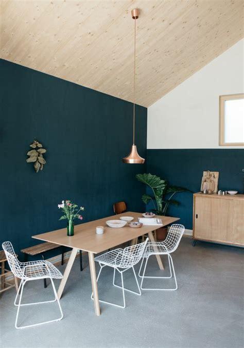table de cuisine fix馥 au mur cheap peindre un mur au rouleau cuisine simple peinture murale bleue et plafond inclin with table de cuisine fixe au mur
