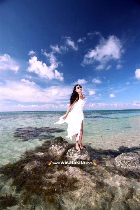 foto model  pantai ujung gelam karimunjawa