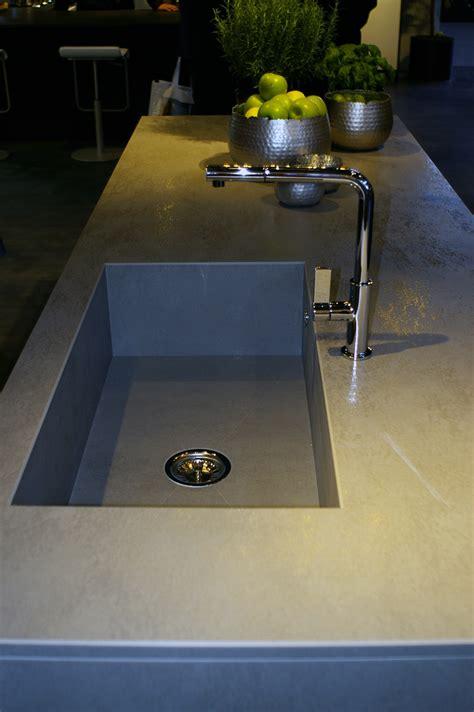 installer evier cuisine evier de cuisine intégré au plan de travail
