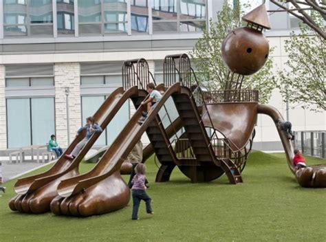 パブリック アートを量産するブルックリン在住アーティスト tom otternessさん ニューヨークの遊び方 129 | b0007805 21412521