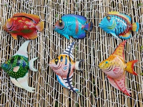 Used inside or outside, fishnets and seashells make good wall accessories for this decorating style. MULTI COLOR SET OF (6) DECORATIVE TROPICAL WALL DECOR FISH WITH FREE FISH NET! | eBay
