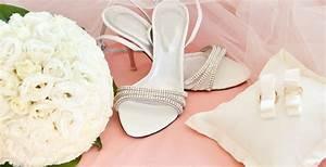 Accessoires Deco Mariage : accessoires mariage chaussures chapeaux bijoux le site du mariage ~ Teatrodelosmanantiales.com Idées de Décoration