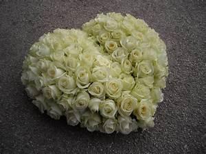 fleurs deces pour vos condoleances st tropez deuil foret With tapis chambre bébé avec couronne de fleur funeraire