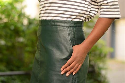 jupe bureau porter une jupe droite en cuir au bureau deadlines dresses