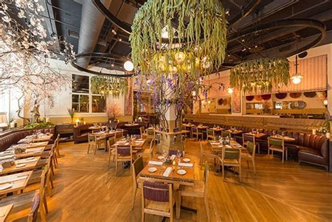 A New York Restaurant Changes Designs with the Seasons