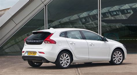 volvo   geartronic se lux nav  review car