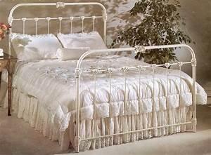 """La Rosa nel Vento "": I Love Vintage Iron Beds, and"