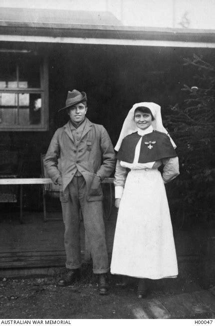 portrait  driver henry dalziel vc  battalion  sister elizabeth mosey arrc