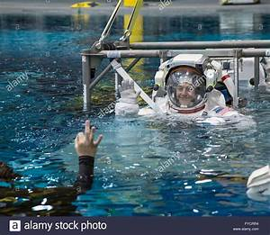 NASA astronaut Jessica Meir descends into the pool in her ...