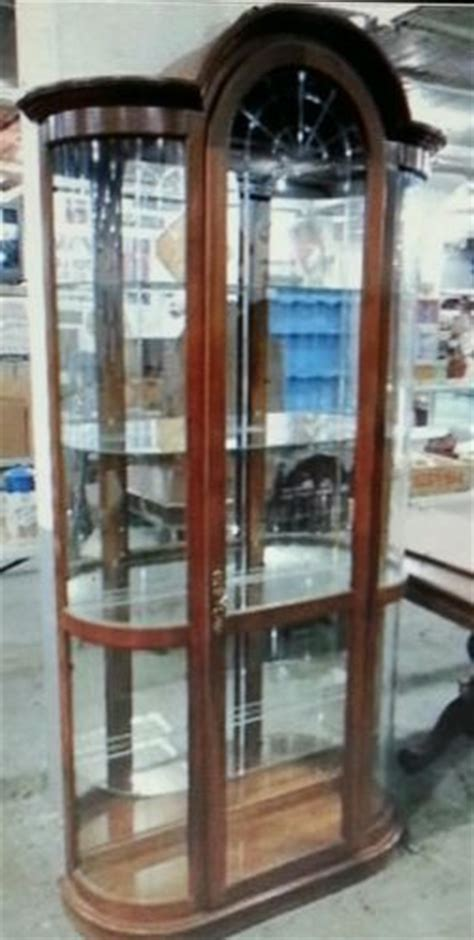 pulaski curved glass curio cabinet pulaski curved glass lighted curio cabinet hutch storage