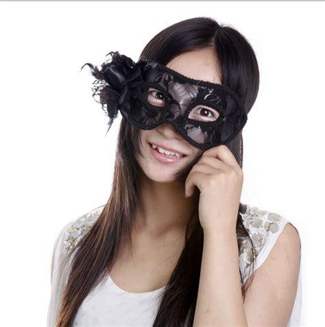 หน้ากากแฟนซีรุ่น Black Hi-so - สีดำประดับด้วยดอกไม้ ...