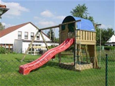 Spielgeraete Fuer Den Heimischen Garten by Spielplatz Im Garten Kletterger 252 St Und Spielger 228 Te F 252 R