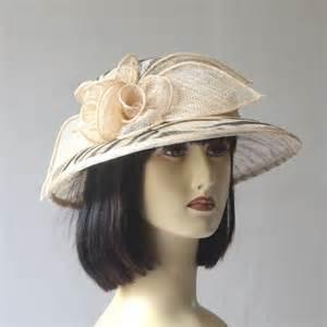 chapeau femme mariage petit chapeau femme cérémonie mariage beige et noir