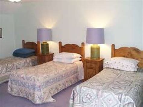 how to arrange a bedroom how to arrange a bedroom with 3 beds 5 guides using the