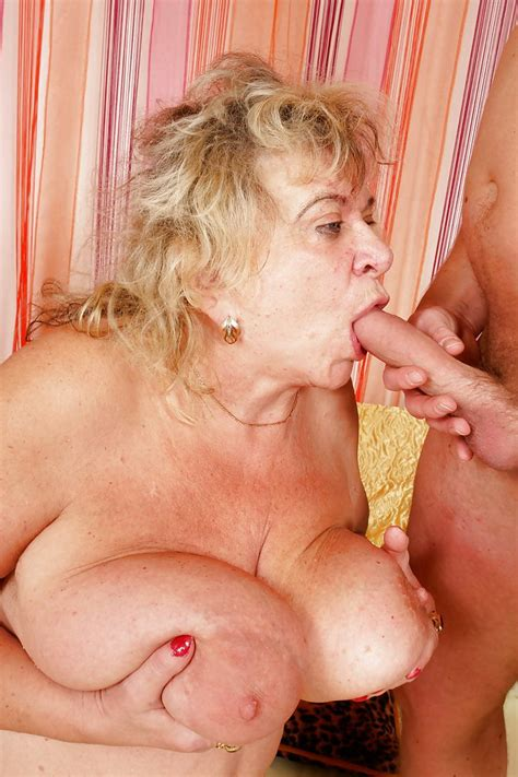 Granny Fucked With Younger Men 32 Pics