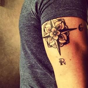 Tattoo Homme Bras : tatouage rose des vents sur bras triceps homme classy ink rose tattoos tattoos et body art ~ Melissatoandfro.com Idées de Décoration