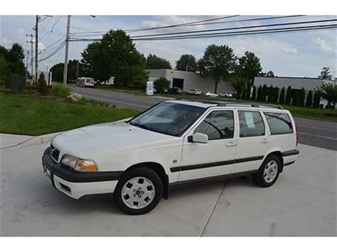 find   volvo  xc cross country awd  reserve